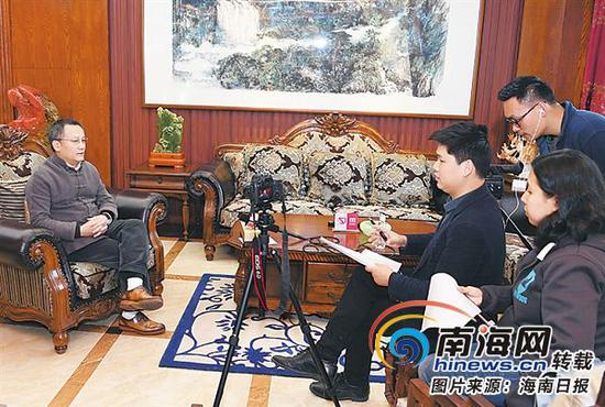 刘文军接受本报记者采访。本报记者王凯摄