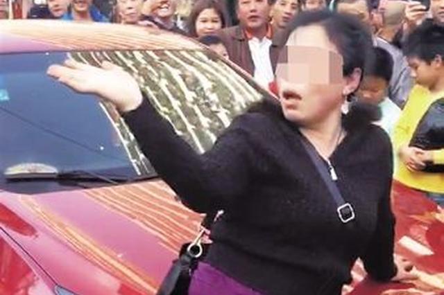 女司机酒驾与电动车刮碰 闹市卖萌撒泼 已被刑拘