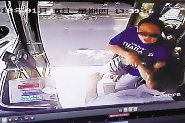 三亚行驶公交车司机被拽下车 涉事乘客被刑事拘留