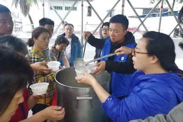 滞留旅客被海口市民暖心服务感动:海南人好热情!