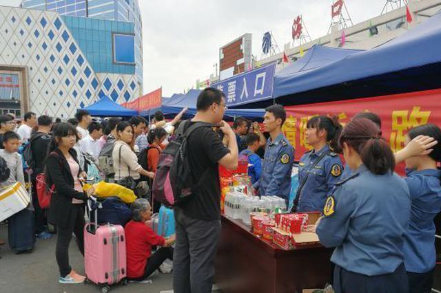 海南交通系统派出900多名志愿者服务春运一线(图)