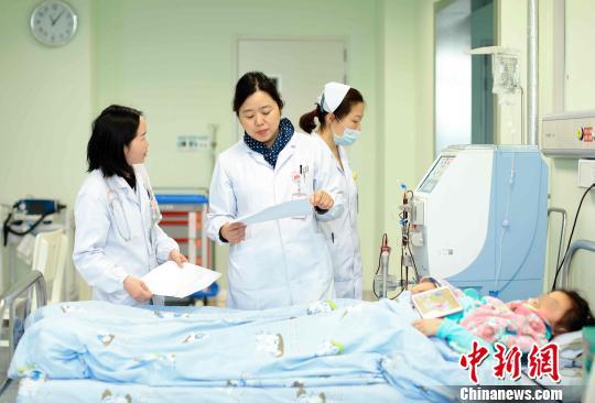 家长听信灌肠疗法退烧 6岁女孩肾衰致休克