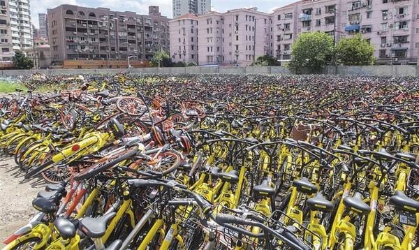 武汉扣押违规共享单车 车辆堆积如山市民烦
