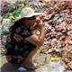 #过期食品引争抢#武汉大批过期食品被扔在垃圾场,引争抢。
