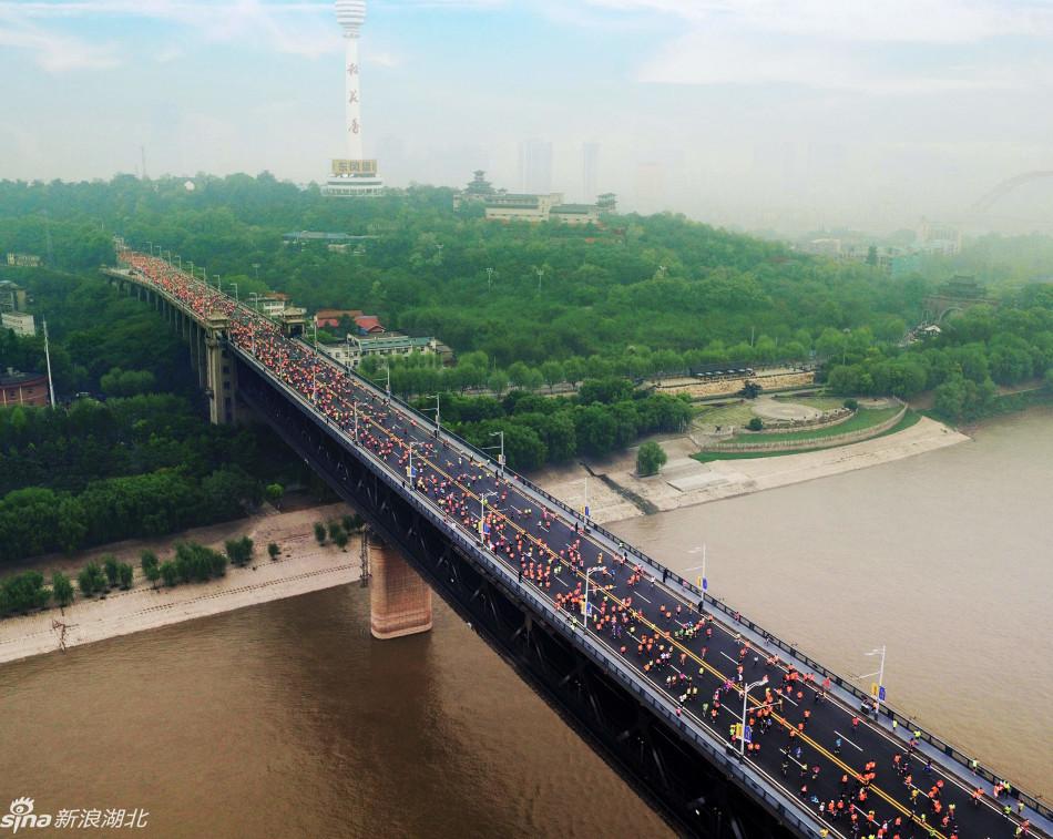 奔跑在长江大桥上