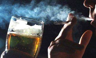 男子查出肺结核仍抽烟酗酒 左肺坏死16根血管渗血