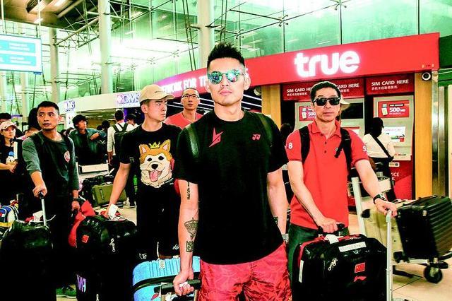 中国羽毛球队从武汉启程 飞抵曼谷备战汤尤杯