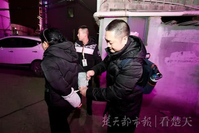 武汉警方捣毁色诱敲诈勒索团伙 抓获28名男女(图)