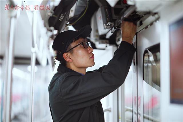 武汉地铁进入春运状态 高峰时段将增加上线列车