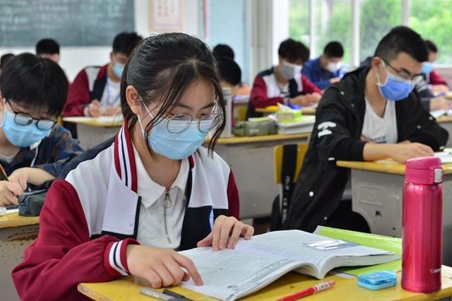 武汉高考考生将配发专用口罩 自备口罩不得带入考场