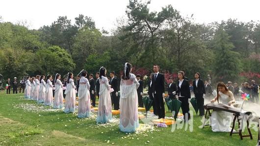 武汉举办免费集体生态环保葬 百名逝者重归自然