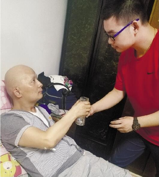 家人老师隐瞒大半年 武汉学霸考完才知父亲患白血病