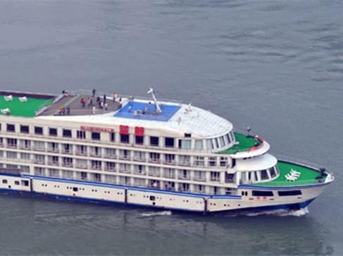 蓝鲸轮从宜昌启航驶往武汉