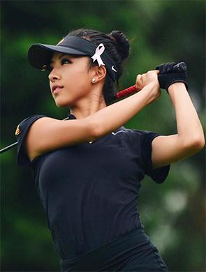 高尔夫美少女球技了得