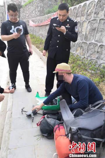 外籍游客在三峡坝区放飞无人机被查获。三峡坝区公安 供图