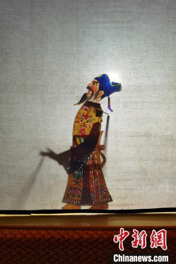"""湖北七旬老人坚守传统皮影戏:愿""""老艺""""有""""新人"""""""