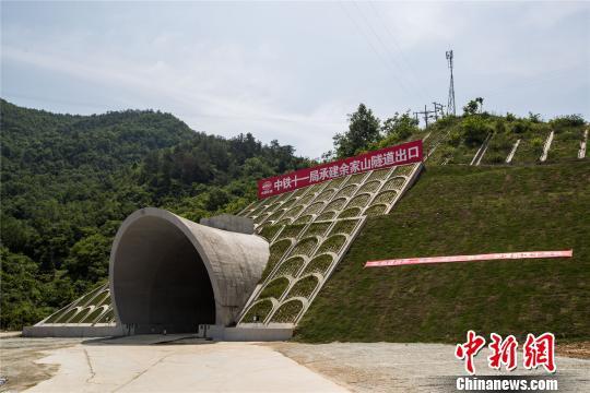 武汉至十堰高铁最长隧道贯通 长度超过10公里(图)