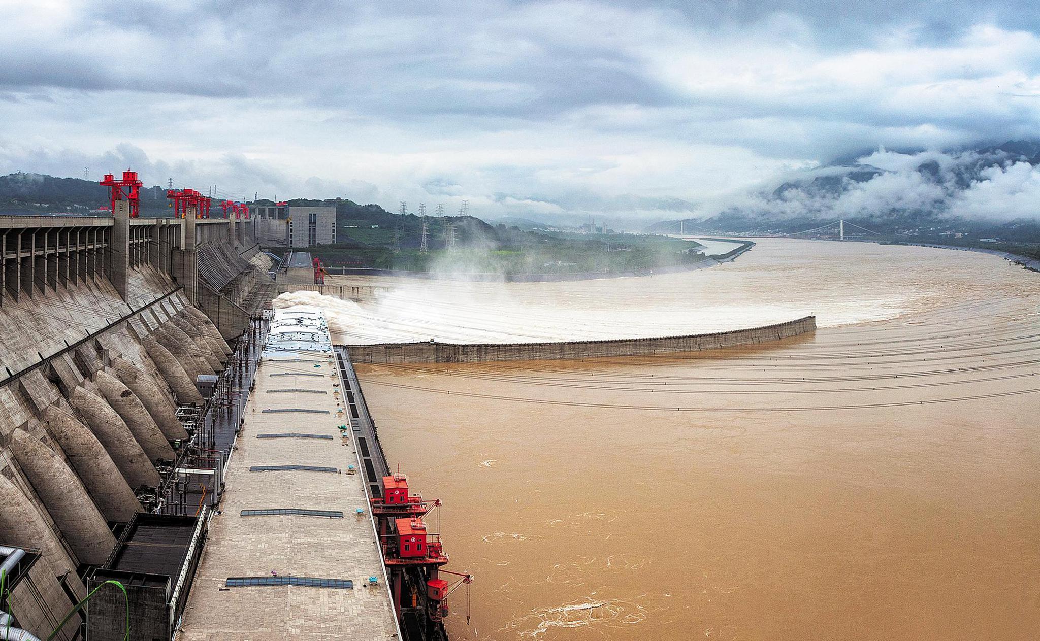 """23座水库拦洪错峰削峰率最高达四成 2号洪水""""低头""""过三峡"""