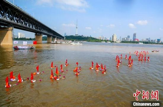 2019武汉7·16渡江节现场。(资料图) 张畅 摄