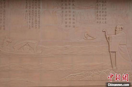 《诗词长卷·中华诗人》浮雕。 武汉市水务局供图
