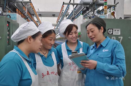 唐玲玲,女,1971年10月生,际华三五四二纺织有限公司细纱工,高级技师。