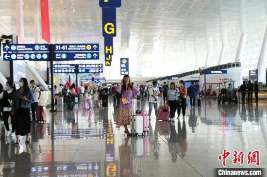 武汉天河机场国庆中秋假期旅客吞吐量达52万人次