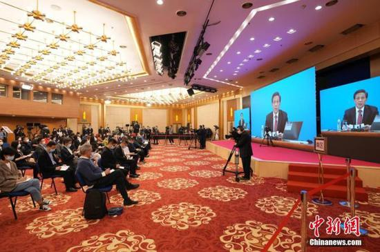 3月4日晚,十三届全国人大四次会议新闻发布会在北京人民大会堂新闻发布厅举行,图为分会场。中新社记者 蒋启明 摄