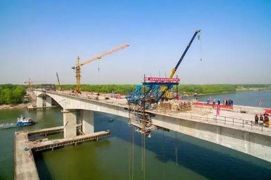 项目进度:主桥正式合龙