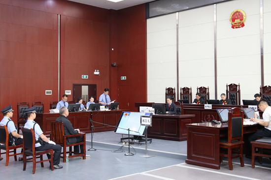 湖北省监狱管理局原局长程某受贿、玩忽职守案开审