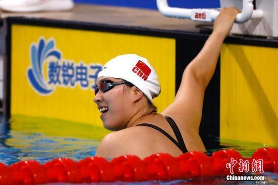 中国选手吴惠敏以33秒93摘女子50米假人救生决赛金牌。中新社记者 富田 摄