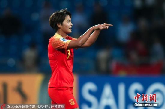 资料图:2018约旦女足亚洲杯A组末轮比赛中,中国队8:1战胜东道主约旦队,勇夺三连胜。此役王霜帽子戏法,图为她在比赛中庆祝进球。 图片来源:Osports全体育图片社