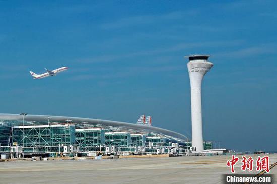 图为,位于武汉黄陂的天河机场。黄宣