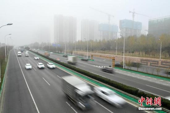 资料图:雾霾天气。中新社记者 翟羽佳 摄