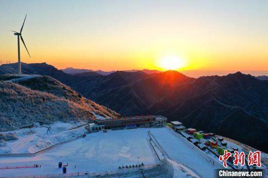 五峰利用旅游资源使冰雪运动迅猛发展 周星亮 摄