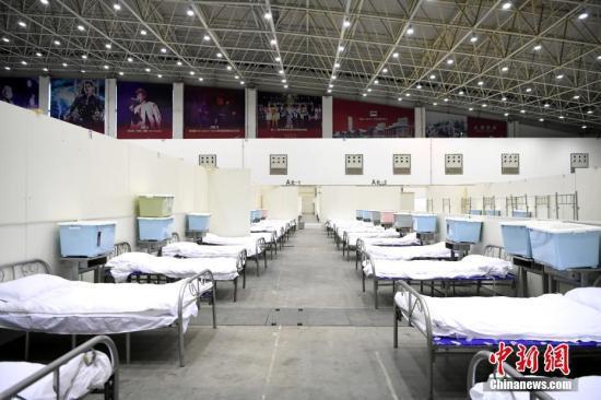 """探访武汉客厅""""方舱医院""""。"""