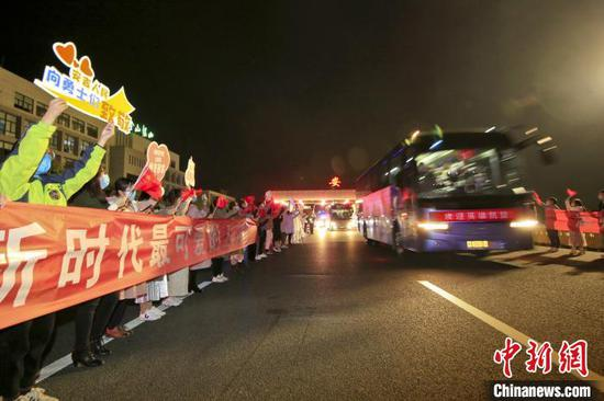 驰援武汉首批返浙医疗队凯旋 在安吉进行集中休养