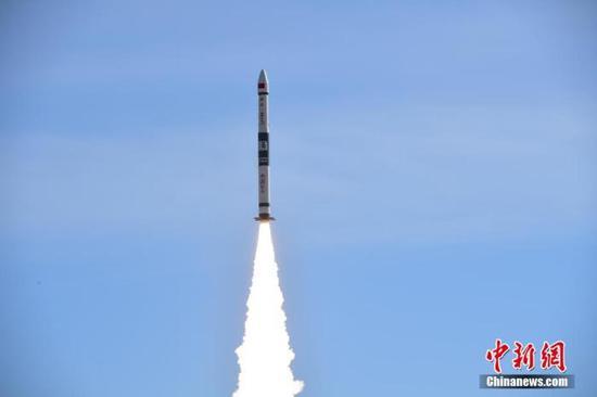 """北京时间5月12日9时16分,快舟一号甲运载火箭在酒泉卫星发射中心,以""""一箭双星""""方式将""""行云二号""""01星和""""行云二号""""02星2颗卫星送入预定轨道,发射任务取得圆满成功。汪江波 摄"""