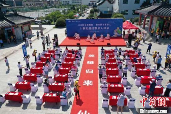 十堰市政府为援鄂医疗队员重返湖北举行欢迎仪式 叶旭升 摄
