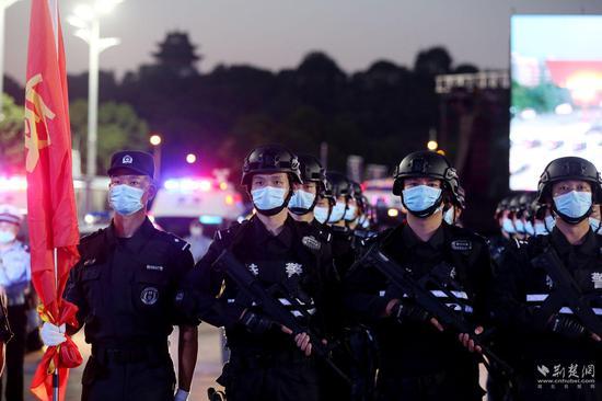 武汉公安启动夜间大巡控。赵军、唐润、应后威 摄