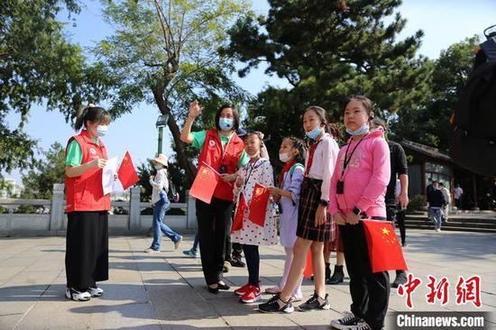 资料图,图为文旅志愿者在湖北景区服务 湖北省文旅厅供图 摄
