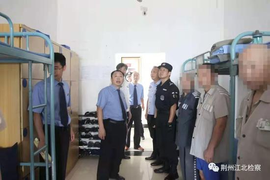 监狱手机风云:罪犯狱中发朋友圈 用手机贩毒猎艳