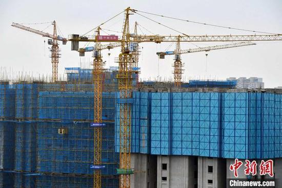 资料图:一处房地产项目正在建设中。中新社记者 张斌 摄