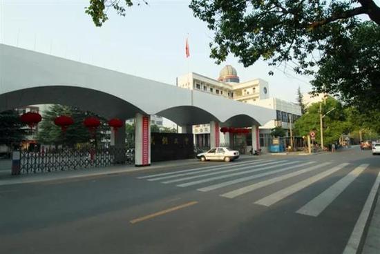 武钢三中校园风景图