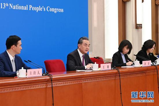 3月7日,十三届全国人大四次会议在北京人民大会堂举行视频记者会,国务委员兼外交部长王毅就中国外交政策和对外关系回答中外记者提问。新华社记者 陈晔华 摄