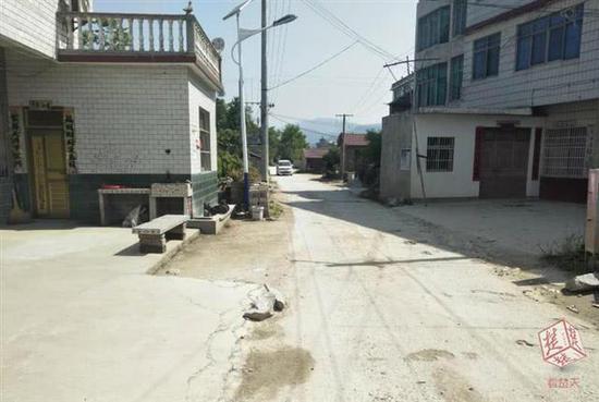 半拉子村村通公路