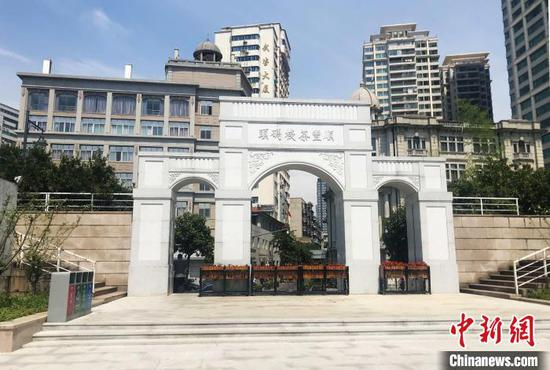 升级改造完成后的武汉汉口江滩兰陵门闸口 张芹 摄