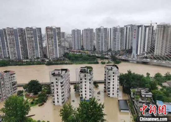 恩施城区多地被淹 刘阳子 摄