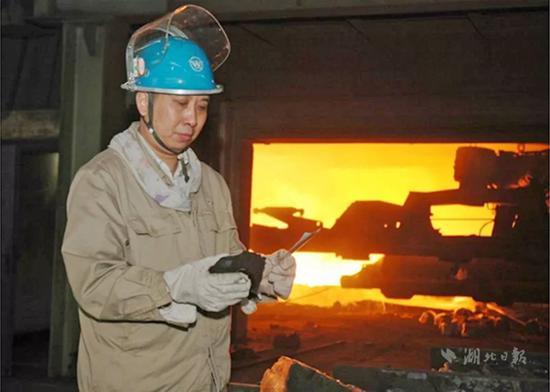 刘自力,男,1964年11月生,武汉钢铁有限公司炼铁厂炉前工,高级技师
