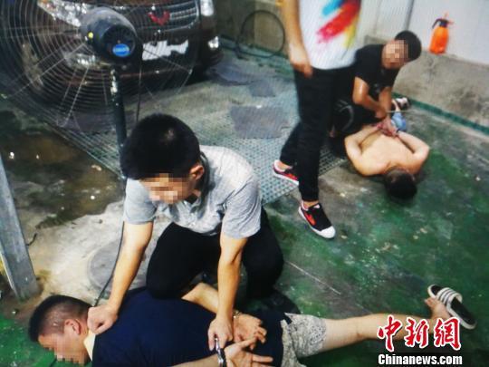 警方在湖北仙桃将贩毒犯罪嫌疑人抓获。西陵警方 供图