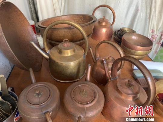 图为铜制水壶 武一力 摄